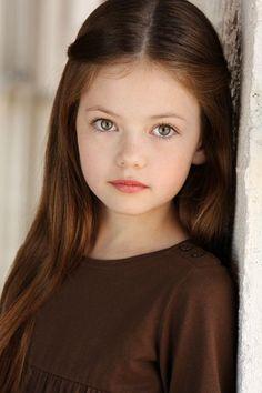 Mackenzie Foy--not a huge Twilight fan, but that IS a beautiful kid. Beautiful Little Girls, Cute Little Girls, Beautiful Children, Beautiful Eyes, Beautiful Babies, Cute Kids, Beautiful People, Mackenzie Foy, Young Models