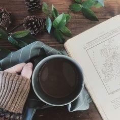 Sabato 13| Oggi mi sono svegliata diversa con la sensazione che tutto stia veramente iniziando a prendere una direzione... Come quando ti poni obiettivi e piano piano li vedi sempre meno distanti o come quando riesci a fare davvero quello che non avevi mai avuto il coraggio di fare     #home #morning #coffee #interior #decor #green #homedecor #living #homedesign #homestyle #table #beauty #interiordesign #vsco #homestyle #flatlay #pattern #interiordecor #nordiskehjem #interiorstyling…