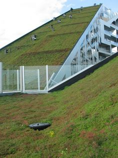 Sloping Roof Terrace At Maximum Garden House In Singapore: BIG Architects: 8 House Wins Green Award Hip Roof Design, Modern Roof Design, House Roof Design, Bjarke Ingels Architecture, Green Architecture, Sustainable Architecture, Architecture Design, 8 House Big, Extensive Green Roof