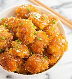 These crispy baked cauliflower bites are the perfect weeknight dinner or side. I bet you can't stop eating them! recipes These Honey Garlic Baked Cauliflower Bites Are Irresistible Veggie Dishes, Veggie Recipes, Cooking Recipes, Healthy Recipes, Healthy Meals, Good Vegetarian Recipes, Plant Based Dinner Recipes, Vegetarian Junk Food, Califlour Recipes