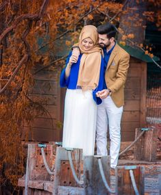 Couple Outfit shops Muslims Couple Matching Outfit Ideas That Make Your Look More Attractive – Gir. Muslims Couple Matching Outfit Ideas That Make Your Look More Attractive – Girls Hijab Style & Hijab Fashion Ideas Cute Muslim Couples, Cute Couples Goals, Romantic Couples, Romantic Dp, Wedding Couple Poses, Couple Posing, Wedding Couples, Matching Couple Outfits, Matching Couples