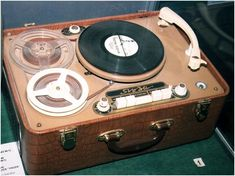 Radios, Hifi Stereo, Tape Recorder, Record Players, Audio System, Turntable, Vinyl Records, Retro Vintage, Pink Floyd