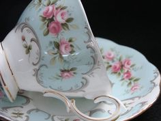 "Royal Albert ""Claudette"" Cup and Saucer Set, Rose-Du-Barry Series So pretty! Hd Vintage, Vintage China, Vintage Teacups, Vintage Dishes, Royal Albert, Decoration Chic, Style Shabby Chic, Cuppa Tea, China Tea Cups"