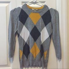 Argyle sweater Gray, yellow and white argyle pattern sweater. Worn a few times but in good condition. Forever 21 Sweaters