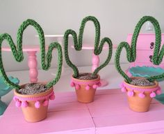 con limpia pipas Cactus Centerpiece, Party Centerpieces, Diy Party Decorations, Unique Birthday Party Ideas, 1st Birthday Parties, Diy And Crafts, Crafts For Kids, Llama Birthday, Mexican Party