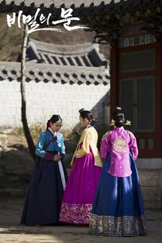 Secret Door(Hangul:비밀의 문;RR:Bimir-ui mun) is a 2014 South Korean television series starringHan Suk-kyu,Lee Je-hoon,Kim Yoo-jung and Park Eun-bin,Kim. It is aired on SBS. Theperiod dramaexplores the conflicted and ultimately tragic relationship betweenKing Yeongjoand his son, Yi Sun (Crown Prince Sado). Shrewd Yeongjo wants to strengthen royal power, but passionate and idealistic Sun dreams of equality and a status-free society.