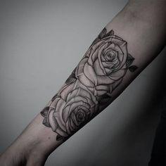 By @levi.jake #theartoftattoos Submit : theartoftattoos@outlook.com Organic Tattoo, Blackwork, Flower Tattoos, Tattoo Floral, Dot Work, Shoulder Tattoo, Instagram Posts, Tattos, Tattoo Ideas