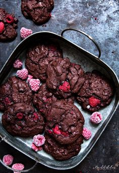 A MUST for all chocolate lovers. A MUST for all chocolate lovers. – the bakery Raspberry Chocolate Co - Cookies Et Biscuits, Cake Cookies, Baking Recipes, Cookie Recipes, Cupcakes, Food Cakes, Chocolate Cookies, Baking Chocolate, Cookie Bars