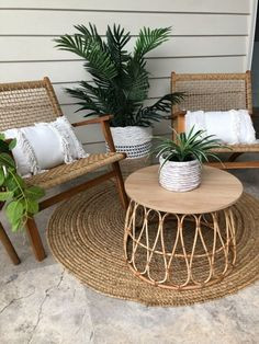 One of the hardest things to find in the stores is a natural wicker/ rattan coffee table at an affordable price! Rattan Coffee Table, Diy Coffee Table, Patio Decorating Ideas On A Budget, Porch Decorating, Patio Ideas, Diy Patio, Budget Patio, Wood Patio, Patio Table