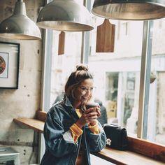"617.9 k gilla-markeringar, 1,662 kommentarer - Zoella (@zoella) på Instagram: ""Coffee shops and oversized denim! """