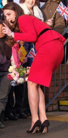 Kate Middleton Bikini, Kate Middleton Legs, Carole Middleton, Kate Middleton Pictures, Kate Middleton Outfits, Kate And Pippa, Kate And Meghan, Duchess Kate, Duchess Of Cambridge