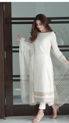 Cute Red Dresses, Trendy Dresses, Fashion Dresses, Fashion Styles, Dresses With Sleeves, Fashion Design, Designer Party Wear Dresses, Kurti Designs Party Wear, Pakistani Outfits
