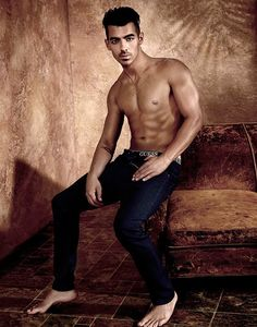 Joe Jonas is hot on the tails of brother Nick Jonas, and has been snapped up by GUESS for their underwear campaign Who's the hot bro now, bro? Joe Jonas, Jonas Brothers, Charlotte Mckinney, Mode Masculine, Flaunt Magazine, Guess Campaigns, Ad Campaigns, Underwear Pics, The Joe