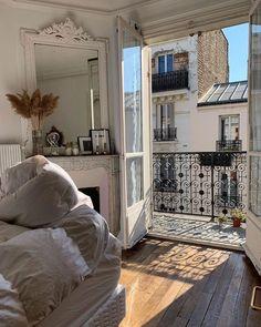 Dream Apartment, Apartment Goals, Parisian Apartment, European Apartment, Parisian Bedroom, Paris Apartment Interiors, Cosy Apartment, French Apartment, White Bedroom