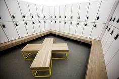 Great locker room seating idea! Le St-Jude / Thomas Balaban Architect