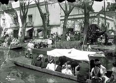 Imagen del Canal de la Viga al cruce con la calle de Yunque, cerca del antiguo Puente de Jamaica, alrededor de 1910, durante las fiestas del Viernes de Dolores.  Fotografía: Manuel Ramos