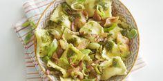 Ravioli met spekjes, zalm en bosui in basilicumolie