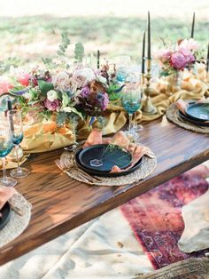 Rustic chic weddings for that wonderfully chic wedding moment, post stamp 2953928287 - Delightfully romantic concept. rustic chic weddings ideas examples pinned on date 20190619 Wedding Table Decorations, Wedding Centerpieces, Centrepieces, Retro Outfits, Party Mode, Affordable Wedding Venues, Boho Stil, Deco Table, Chic Wedding