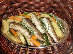 Merlucius, cod (peste alb) rasol cu legume Food Cravings, Fresh Rolls, Cucumber, Seafood, Sausage, Vegetables, Ethnic Recipes, Sea Food, Veggies