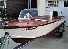 1960 Sea Scamp - just like the one I had. Runabout Boat, Boat Restoration, Classic Wooden Boats, Boat Engine, Vintage Boats, Cool Boats, Power Boats, Paint Schemes, Water Crafts