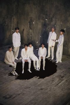 BTS (방탄소년단) MAP OF THE SOUL : 7 concept photos version 1 Omg they look so handsome 😍😘💜. I'm so excited to see their new album sooner. I love you BTS 💜💜💜💜💜 We purple you BTS 💜💜💜💜 Taehyung, Bts Jungkook, Park Chanyeol, Big Hit Entertainment Bts, Fanfiction, Bts Group Photos, Bts Concept Photo, Wattpad, Black Swan