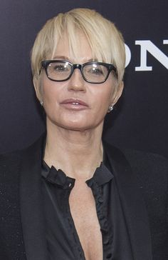 Ellen Barkin-Short Celebrity Hairstyles for Women Over 60 l www.sophisticatedallure.com