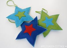 DIY Christmas Decorations - Felt Stars Free Pattern by AppleGreen Cottage. Add a cozy look to your Christmas tree with a set of your own, DIY Christmas star ornaments. Diy Christmas Star, Diy Christmas Decorations Easy, Simple Christmas, Holiday Decor, Star Ornament, Felt Ornaments, Christmas Ornaments, Free Pattern, Easy Diy