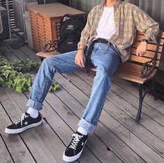 grunge celebrities Fashion and streetwear inspiration Vintage Outfits, Retro Outfits, Trendy Outfits, Cool Outfits, Guy Outfits, Outfits For Boys, Casual Male Outfits, 90s Outfit Men, Overalls Outfit