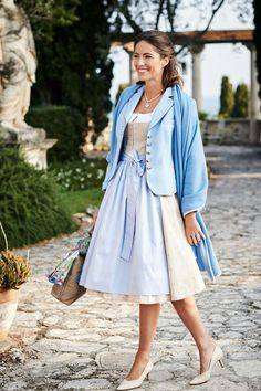 Trachtenmode 2018 | Wimmer schneidert | Lieblingsmodelle 2018 | Wimmertracht.at | #Dirndl #Trachtenmode | S❤ Trendy Outfits, Fashion Outfits, Dirndl Dress, Fairy Clothes, Buy Bitcoin, Full Skirts, Pretty And Cute, Bavaria, Blue Fashion