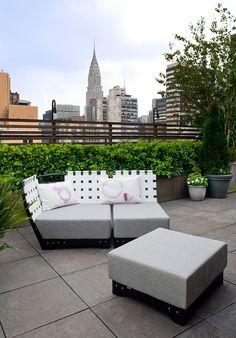 Sundays utemøbler på takterrassen til det Norske konsulatet i New York  #hage #uterom #utemøbler #norskdesign #sundays #sundaysdesign #hagemøbler