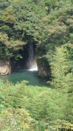 久々の観音滝水面から跳ねた水しぶきが虹色に輝いていました(o)  #熊本県#山都町#島木 tags[熊本県]