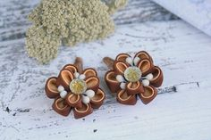 Pony tail holders in chocolate color Set of 2 Flowers are made from grosgrain ribbons. Flower`s d~ 4 cm (1.6 inches). At your request can be made a flowers of different color combinations. Flowers is executed in the Japanese techniques. Europe shipping: 1-2 weeks Worldwide shipping:
