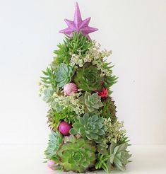 Ideias para usar suculentas no natal! Confira no link as imagens! (Foto: Pinterest) #christmas #natal #decor #decoração #decoration #decoración #suculentas #guirlanda #casavogue