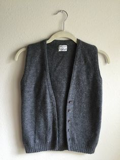 100% wool grey sweater vest in excellent condition! Would best fit a modern small, possibly x-small.