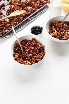 AMAZING 30-minute Grain-Free Granola! Nuts, coconut, seeds, and naturally sweetened! #vegan #glutenfree #grainfree #minimalistbaker