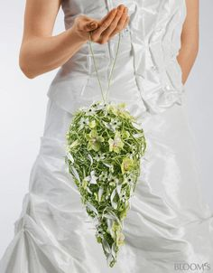 Wedding bouquet in teardrop shape, easy to carry ;). Again, a wired construction is clad with fresh flowers and petals.
