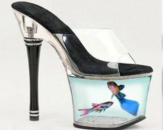 Amazing High Heels Shoes with Fish in them Ugly Shoes, Hot Shoes, Crazy Shoes, Me Too Shoes, Shoes Heels, Pumps, Weird Shoes, Creative Shoes, Unique Shoes