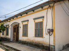 https://flic.kr/p/SQTqdQ | Casas do Brasil | Uma charmosíssima casa em Paquetá, bairro-ilha do Rio.  Ilha de Paquetá, Rio de Janeiro, Brasil. Tenha um ótimo dia! :-)  ____________________________________________  Houses of Brazil  Charming old house at Paquetá.  Paquetá Island neighborhood, Rio de Janeiro, Brazil. Have a great day! :-)  ____________________________________________  Buy my photos at / Compre minhas fotos na Getty Images  To direct contact me / Para me contactar diretamente…