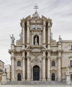 Basílica de Santa María de Collemaggio, L'Aquila, Italia          Markus Brunetti  nació en 1965 en Baviera, Alemania. Nacido en u...