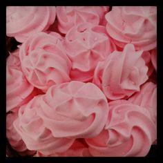 Besitos de #merengue #fresa