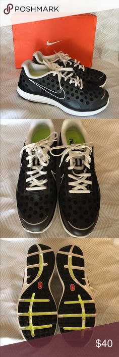 Nike Lunarswifts Women's size 11/Men's 9 black pair of Nike shoes. These shoes are in excellent condition and were only worn once. Nike Shoes Athletic Shoes