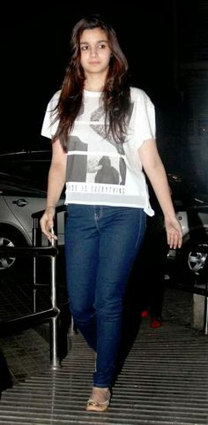 Life Camera Fashion: Alia Bhatt at Highway Screening :) http://life-camera-fashion.blogspot.in/2014/02/alia-bhatt-at-highway-screening.html