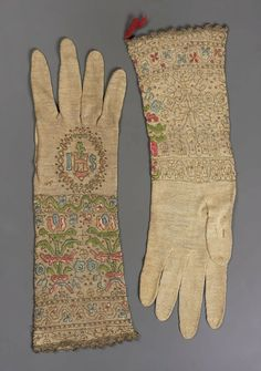 18th century, Italy - Pair of women's gloves - Linen