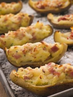 Stuffed potato skins, or loaded potato skins, make a wonderful appetizer if you are cooking for friends or family. These stuffed potato skins are started off in the microwave and finished on the grill to make them tender yet crispy and full of flavor. Crispy Potato Skins, Potatoe Skins Recipe, Crispy Potatoes, Stuffed Potatoes, Bacon Potato, Russet Potatoes, Mashed Potatoes, Food For Thought, Paleo Recipes