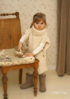 This is a crochet pattern for simple poncho Scarlett. The poncho has a ribbed collar and it fastens with buttons on sides, the edges make cute cap sleeves. Perfect poncho for a little boy or girl in simple stitch pattern. Crochet Toddler, Crochet For Kids, Crochet Baby, Free Crochet, Kids Poncho Pattern, Crochet Poncho Patterns, Crochet Turtle, Front Post Double Crochet, Scarlett