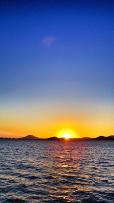 13 Sept. 18:25 快晴の博多湾、日の入りです。  #sunset ( Evening Now at Hakata bay in Japan)