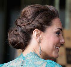 Dia de Beauté - http://revista.vogue.globo.com/diadebeaute/2012/07/a-kate-de-coque-penteado-noiva-madrinha/
