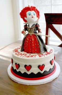 Alice in Wonderland - Queen of Hearts cake