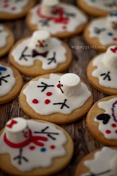 """I love these adorable melted """"marshmallow"""" Snowmen Cookies!"""