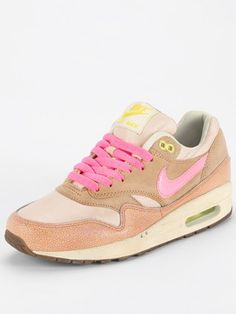 Air Max. Love the pale neon pink swoosh.